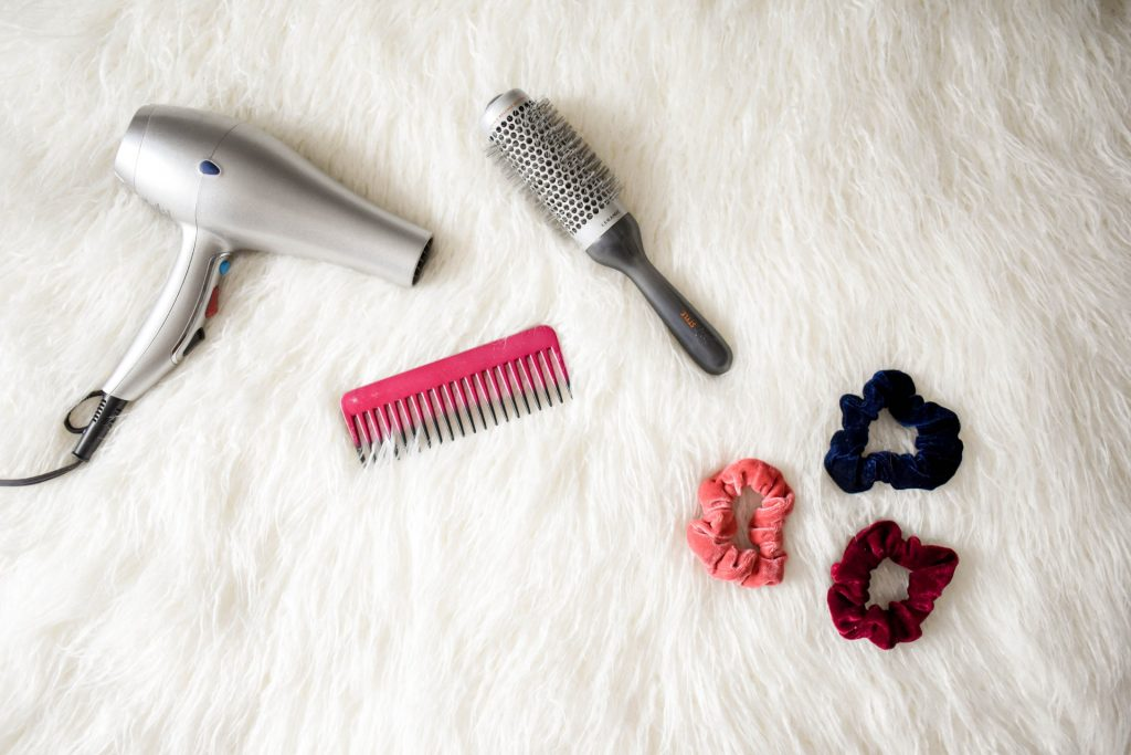 Blow dryer hair brush comb scrunchies Habits hair loss
