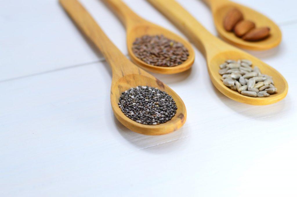 Spatulas with seeds